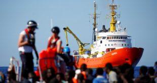 إسبانيا تستقبل سفينة تقل أكثر من 600 مهاجر بعد رفض إيطاليا ومالطا