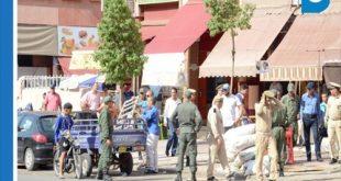 قائد الملحقة الإدارية الحي الحسني ورئيس الدائرة الأمنية 11 بالمسيرة الأولى يقودان حملة تطهير شارع الداخلة