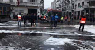 """عاجل :اصابات خطيرة في اصطدام طرامواي """"البيضاء"""" بشاحنة لنقل الملح + صور"""