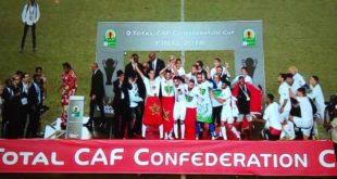 تتويج فريق الرجاء البيضاوي المغربي بطلا لكأس الاتحاد الإفريقي لكرة القدم،