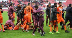 """فريق نهضة بركان يتأهل إلى دوري المجموعات من كأس (كاف) بعد الفوز على """"جراف دي كار"""" بحصة 5-1"""