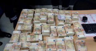 طنجة:إحباط عملية تهريب مبلغ 9 ملايين درهم داخل شاحنة للنقل الدولي
